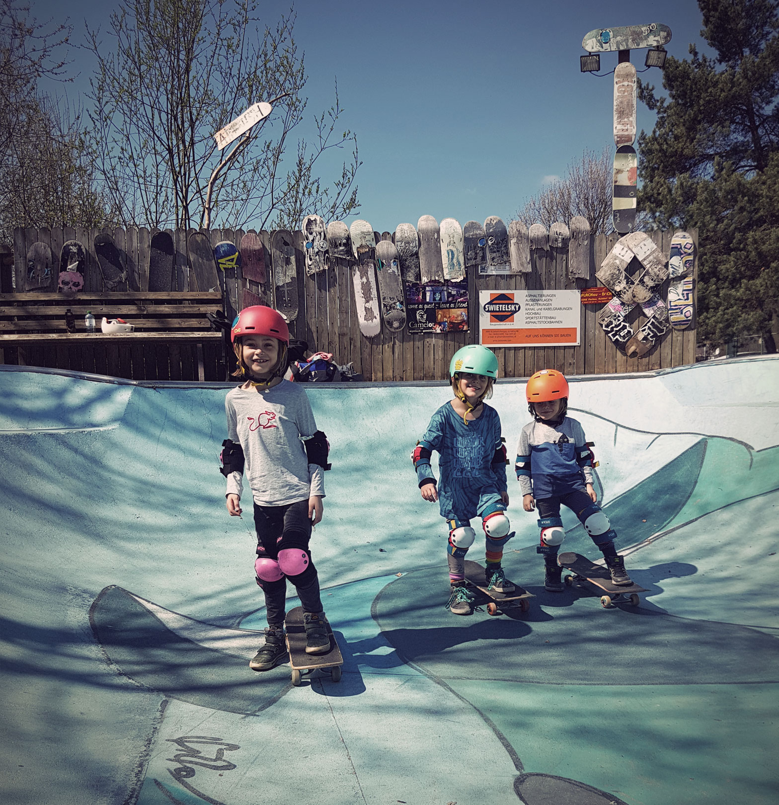 The Snowboarding Family - skateboarding with TSG skate protection