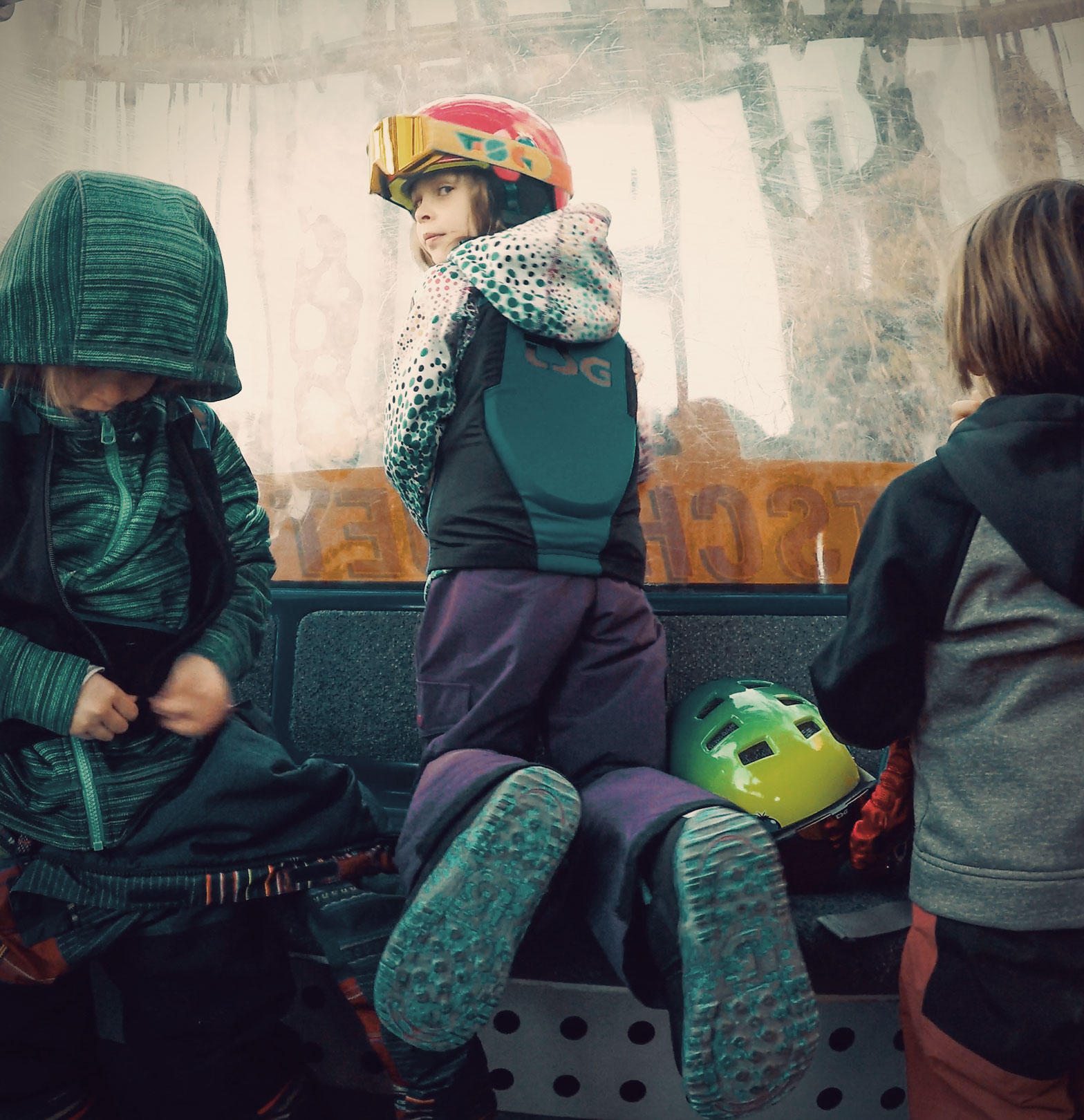 The Snowboarding Family - Kids in gondola with TSG back protector