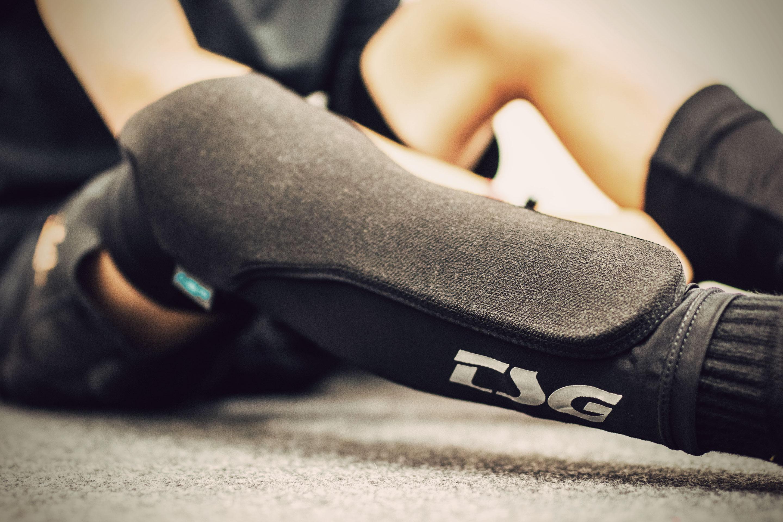 TSG Kneeguard Task A 2.0 Black Professional Mountain Bike Knee Pads for Bicycle