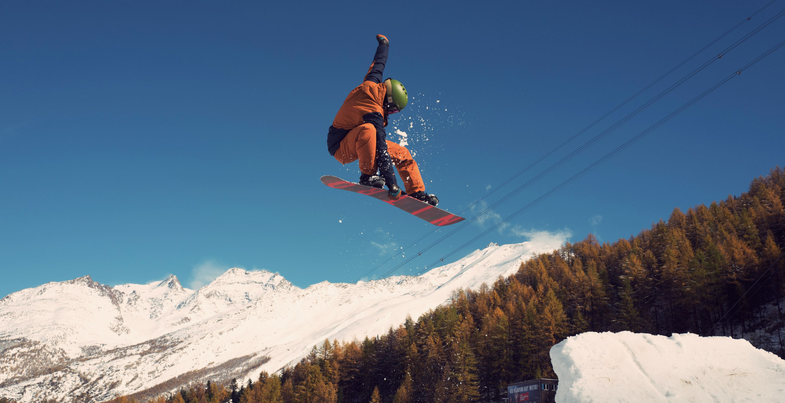 Snowboarder Gian Simmen with a BS 180 Indy