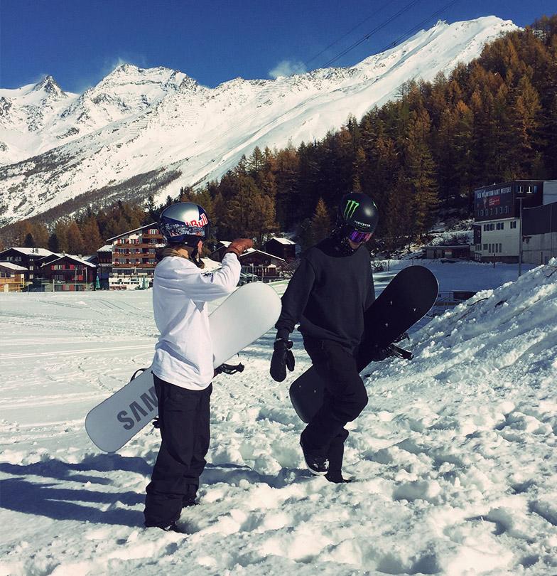 Snowboarder David Hablützel and Iouri Podladtchikov walking