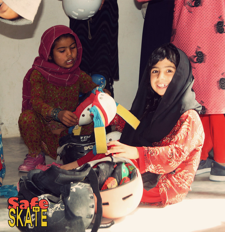 Afghan kids with skateboards Skateistan