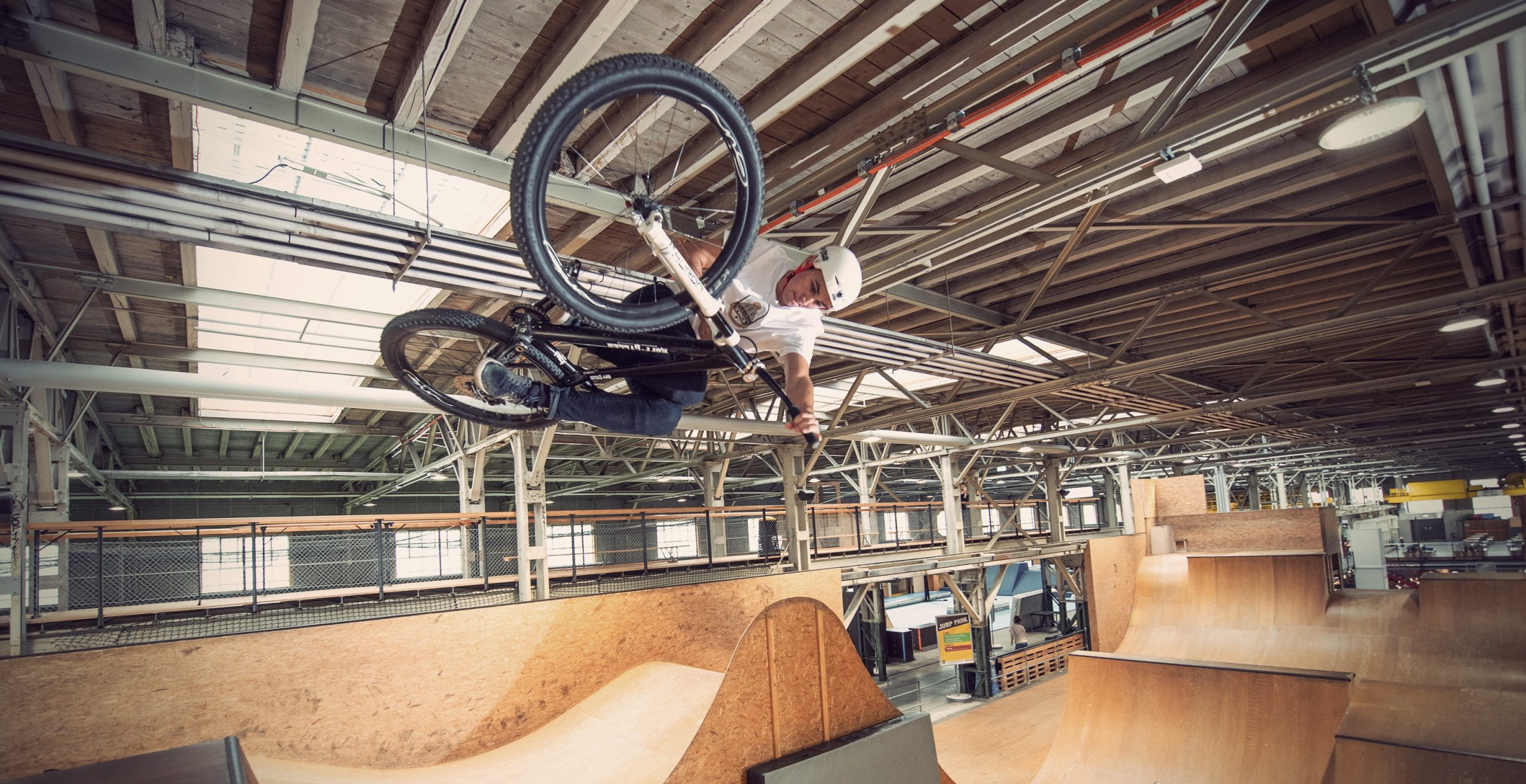 table top air with Lucas Huppert at skillspark