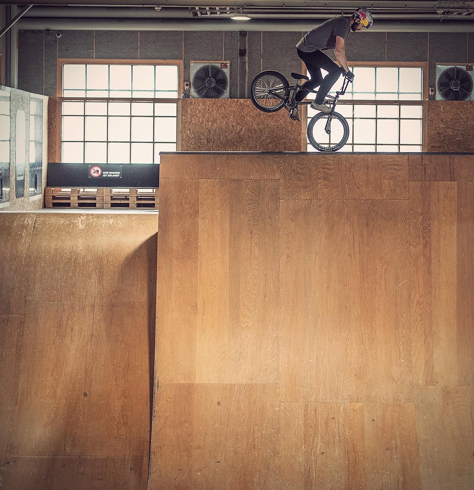 Footjam by Daniel Wedemeijer bmx skillspark