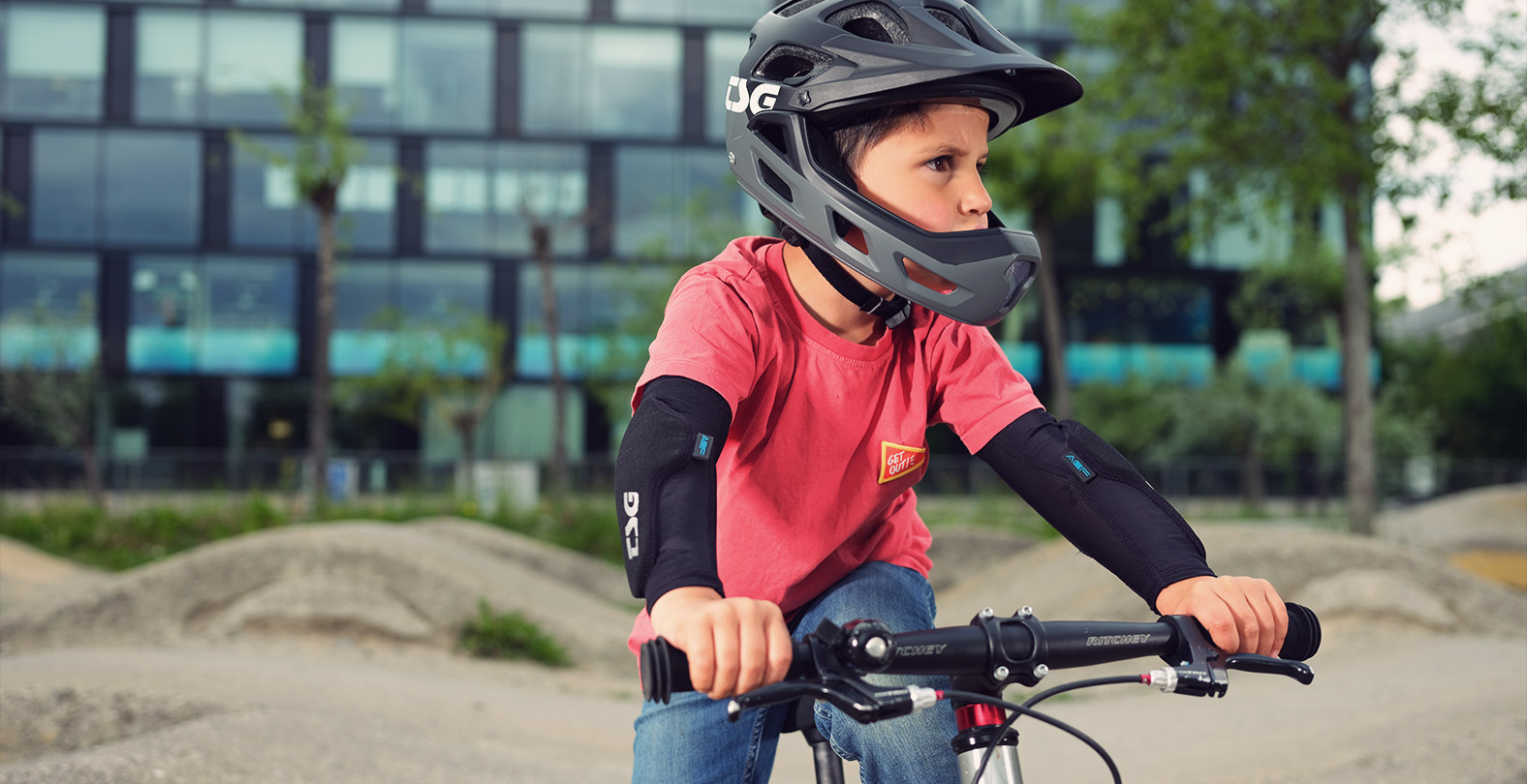 boy with full-face helmet. TSG Seek Youth FR with removable chin part