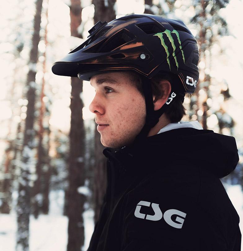 mountain bike rider in winter snow Max Fredriksson