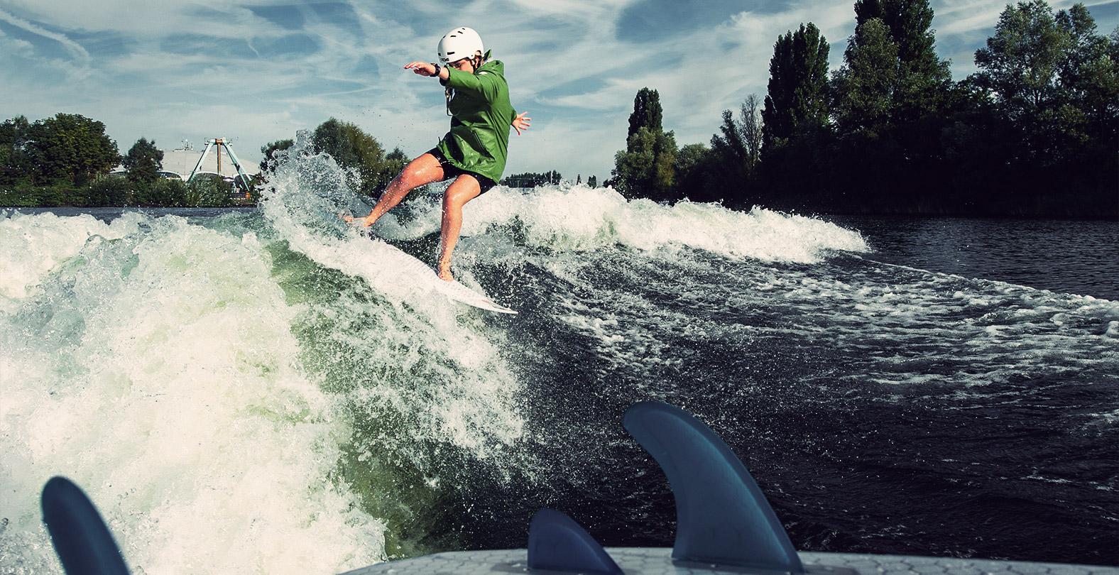 Aimee Fuller wakesurfing